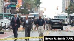 Губернатор штата Нью-Йорк Эндрю Куомо и мэр города Нью-Йорка Билл де Блазио на месте взрыва в районе Челси на Манхэттене