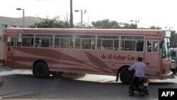 На месте нападения на автобус с представителями местной исмаилитской общины. Карачи, 13 мая 2015 года.
