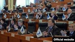 Представители фракции СДПК на заседании Жогорку Кенеша.