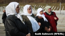 Женщины Сребреницы, оставшиеся без мужей и сыновей.