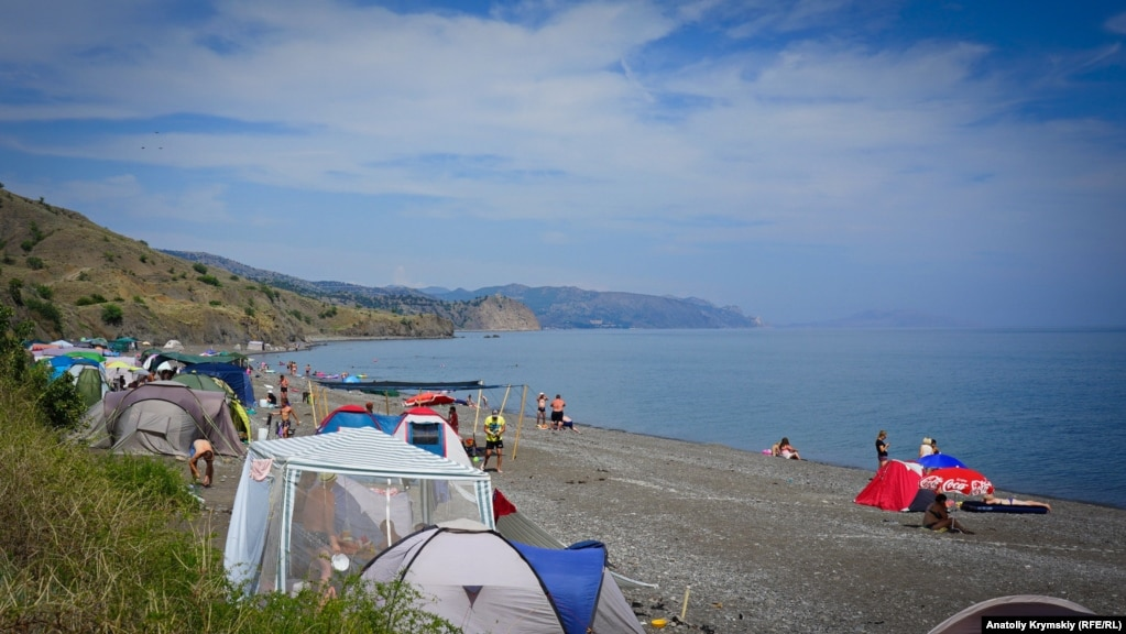 Пляж Приветного находится за три с половиной километра от самого села