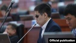 Қирғизистон парламенти - ЖўғўрқуКенеш депутати Дастан Бекешев.