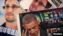 Фотографии Эдварда Сноудена и президента США Барака Обамы на страницах местных газет Гонконга, 11 июня 2013 года.