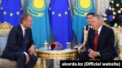 Нұрсұлтан Назарбаев (оң жақта) пен Дональд Туск кездескен сәт. Нұр-Сұлтан, 31 мамыр 2019 жыл.