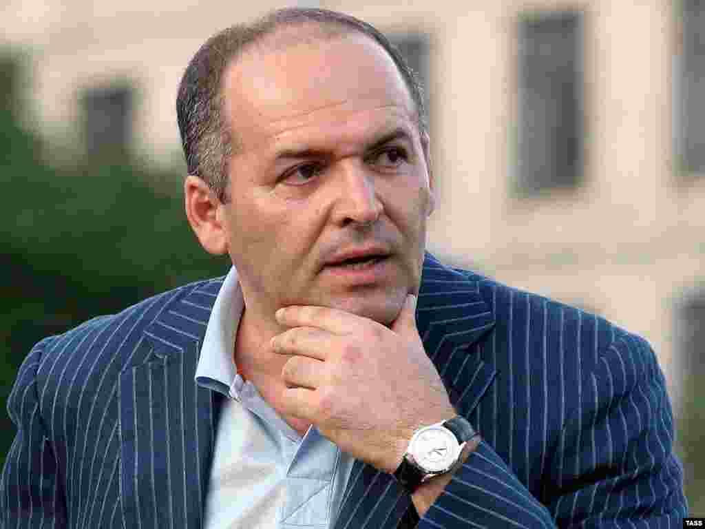 """Стало известно, что выкуп пиратам за """"Фаину"""" заплатил бизнесмен Виктор Пинчук"""