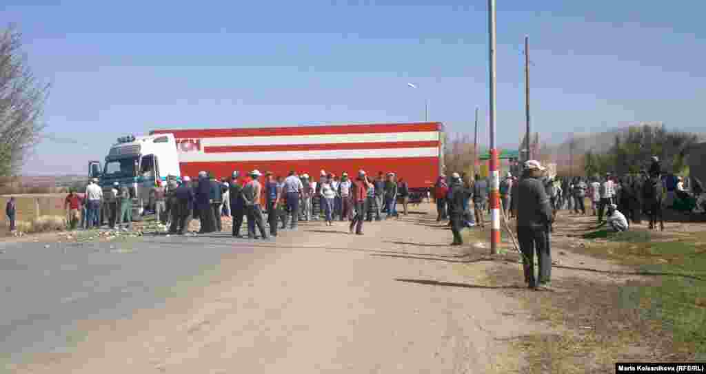 The protesters are demanding the nationalization of Kyrgyzstan's largest gold mine, Kumtor. The first such protest erupted in May, when thousands of demonstrators clashed with police near the mine.