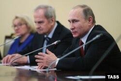 Владимир Путин на встрече с председателями КС в Петербурге. 14 декабря 2015 года