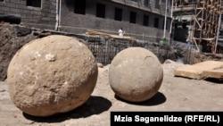 Крупные каменные ядра использовали для катапульт