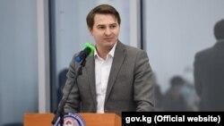 Исполняющий обязанности премьер-министра Артем Новиков.