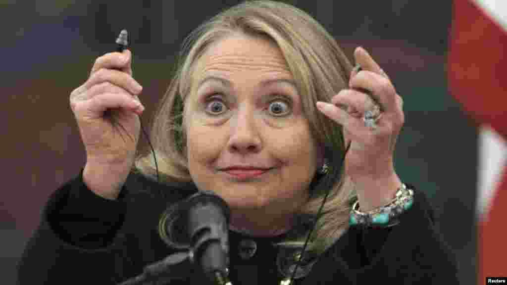 Реакция Клинтон на вопросы во время брифинга в Загребе