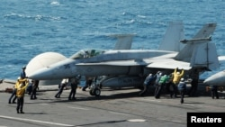 Nosač aviona USS George H.W. Bush (CVN 77) u Perzijskom zaljevu, 8. avgust