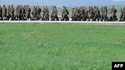 Radovan Vukadinović: Kosovske snage će se postupno organizirati (na slici: predstavnici KFOR-a)