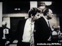 Дыскусія ў залі 24 жніўня 1991. Сяргей Навумчык і Яўген Глушкевіч