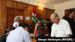Трудно вспомнить, кто нынче в Абхазии первым употребил слово «ажиотаж» применительно к грядущим парламентским выборам, но бесспорно: именно оно в значении «сильное возбуждение, борьба интересов вокруг какого-либо дела, вопроса» лучше всего характеризует с