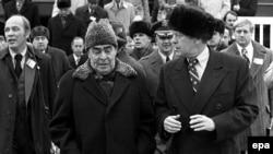 Gerald R. Ford (dreapta) și secretarul general al PCUS Leonid I. Brejnev vizitează Vladivostokul, 23 noiembrie 1974