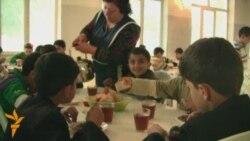 """""""Boyat"""" uşaqlara yeməyə nə verir?"""