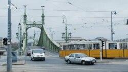 """""""Erős város, erős közösség"""" - Budapest emlékezik, máshol tüntetnek"""
