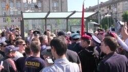 У Черкасах активісти не дозволили розгорнути червоний прапор