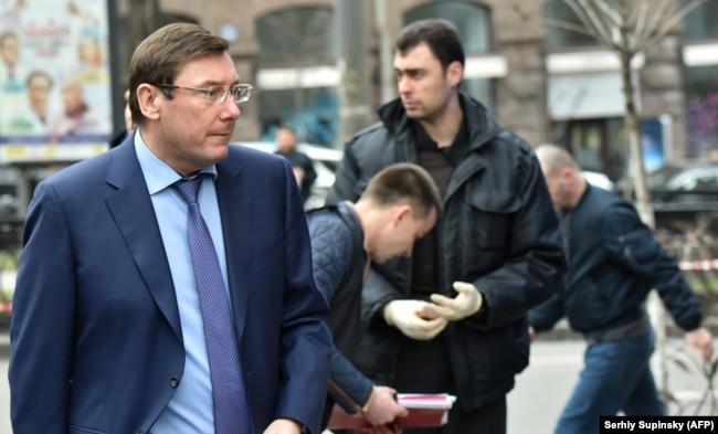 Генеральный прокурор Украины Юрий Луценко на месте убийства Вороненкова