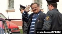 Віктар Івашкевіч адпраўляецца на чарговую адседку — за мітынг перад шэсьцем «Чарнобыльскі шлях» у 2006 годзе
