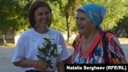 Eugenia Pogor cu o localnică din Sculeni