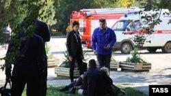 Эвакуация пострадавших от взрыва в Керченском политехническом колледже, 17 октября 2018 года