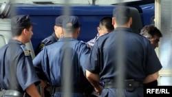 Sprovođenje optuženih za ratne zločine u Morinju u podgorički sud, foto iz arhive: Savo Prelević