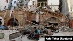 Srušena zgrada nadomak mesta eksplozije u Bejrutu
