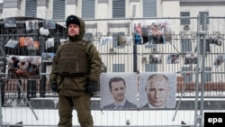 У посольства России в Украине общественные активисты провели акцию «Преступления Путина в Сирии». Киев, 15 декабря 2016