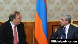 Armenia - President Serzh Sarkisian (R) meets with Georgian Foreign Minister Grigol Vashadze, 7Nov2011.