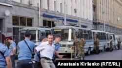 """После задержания на акции """"День гнева"""" Лев Пономарев оказался в больнице."""