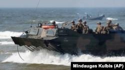 Американские и польские военные в ходе учений НАТО в Балтийском море в прошлом году