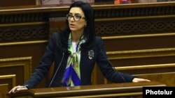 Armenia - Justice Minister Arpine Hovannisian speaks in parliament, Yerevan, 16Mar2016.