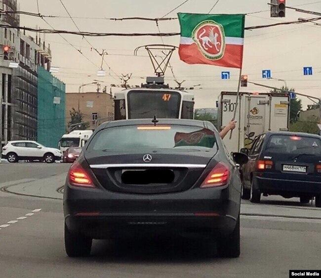 Автойөрешкә чыккан машиналарның берсе