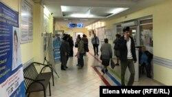 Теміртау қалалық емханасындағы адамдар. Қарағанды облысы, 17 қыркүйек 2019 жыл.