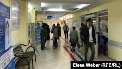 Люди в поликлинике города Темиртау. Карагандинская область, 17 сентября 2019 года.