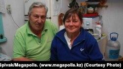 Panayot Zakharopulo sa suprugom u njhovom domu, fotografija iz 2009.