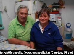 Егерь Панайот Захаропуло со своей женой Ириной Карпенко. Фото было сделано у них дома 23 октября 2009 года. Фото предоставлено газетой «Мегаполис».