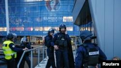 Учения служб безопасности на стадионе в Лионе, май 2016 года.