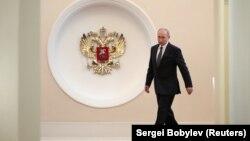 Владимир Путин Кремлде инагурацияга келаткан учур. 7-май, 2018-жыл.