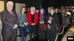 Илустрација - Пензионери од Скопје во присуство на министерката за култура Елизабета Канческа-Милевска во посета на Археолошкиот музеј