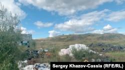 Мусор на территории 202-го куста Приобского месторождения