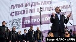 Президент України і кандидат на другий президентський термін Петро Порошенко на мітингу на майдані Незалежності в Києві, 19 квітня 2019 року