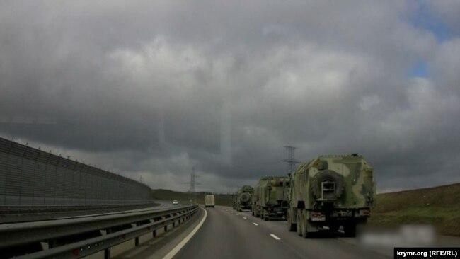 Ресей әскери техникасының колоннасы Қырымға бара жатыр. 24 наурыз 2021 жыл.