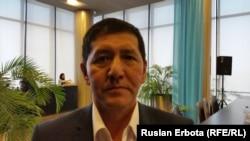 Астана базарларының бірінде сауда жасайтын Қырғызстан азаматы Туруубай Айтназаров. Астана, 18 желтоқсан 2015 жыл.