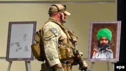 Полицейский, обеспечивающий безопасность конкурса на лучшую карикатуру на пророка Мухаммеда в Гарленде, штат Техас, 3 мая 2015 года.
