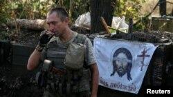 Архівне фото: український військовий на позиції біля Красногорівки