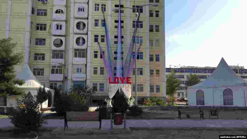 Популярное свадебное украшение подъездов многоэтажек, Ашхабад