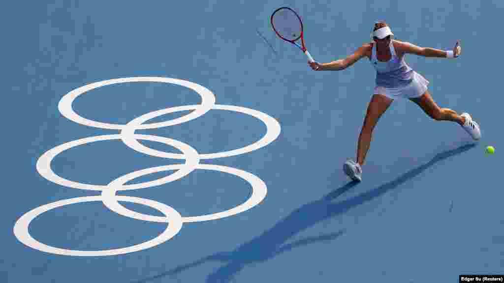 Олена Рибакіна з Казахстану під час півфінального матчу проти Белінди Бенчич зі Швейцарії. Одиночний розряд– жінки, півфінал. Токіо, Японія, 29 липня 2021 року