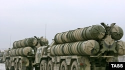 An S-300 Favorit air-defense system at the Alabino Training Range near Moscow